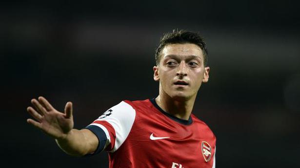 Arsenal's Arteta to wait until end of January window to make Ozil call