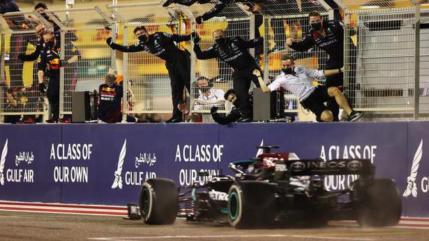 Bahrain GP | Hamilton wins a thrilling season-opener