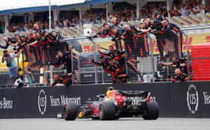 Gone in 1.88 seconds: the secrets of record Formula One pit stops