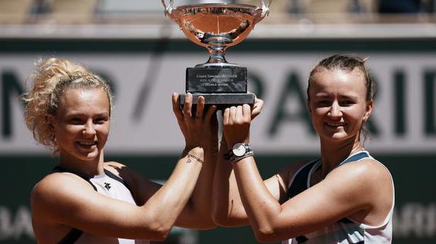 French Open | Krejcikova takes the doubles title with Siniakova