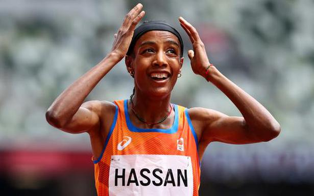 What a recovery! Hassan falls, gets up and wins 1,500 heat