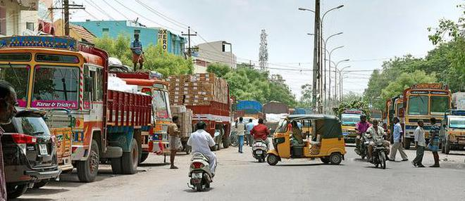 With heavy vehicles moving out of East Boulevard Road, traffic managers hope to introduce bus service from Chathram Bus Stand to Central Bus Stand via Maharani Theatre.File PhotoM_Moorthy