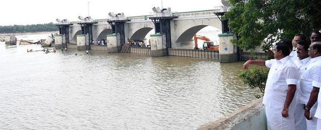 Taking stock:Chief Minister Edappadi K. Palaniswami inspecting repair work on the Mukkombu dam on Friday.M. Srinath
