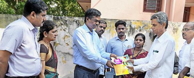 Corporation Commissioner N. Ravichandran handing over a pamphlet on the newly launched App to residents in Tiruchi.M. SrinathM_SRINATH