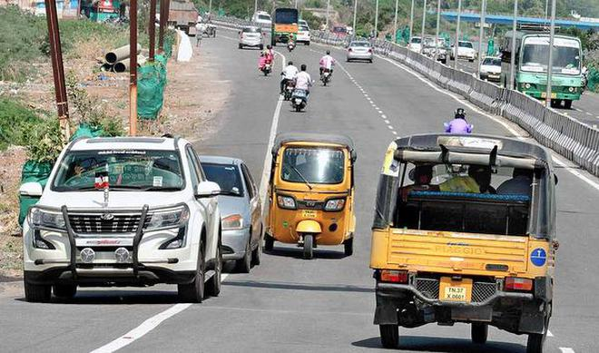 There is a high risk of head-on collision on the service road near Sanjeevi Nagar on Chennai Bypass in Tiruchi as vehicle users take the wrong lane.M. MoorthyM_Moorthy