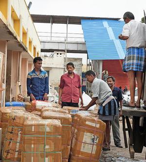 Parcels being unloaded at Tiruchi railway junction on Sunday.M. SrinathM_SRINATH