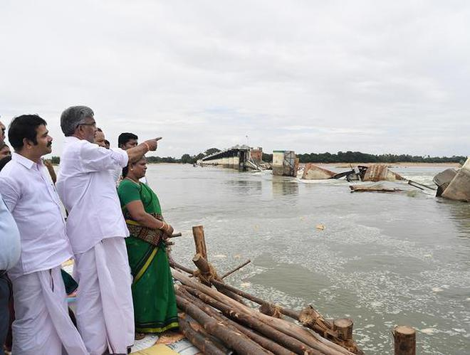 Taking stock:Ministers inspecting the damaged regulator at Mukkombu in Tiruchi district on Wednesday.M. Srinath